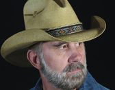 A Man with a Gray Beard in a Straw Cowboy Hat — Стоковое фото