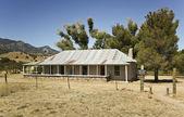 вид коричневый каньон ранчо дом — Стоковое фото