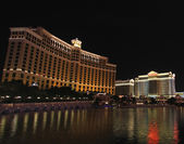 A night shot of the Bellagio and Caesars Palace hotels — Stock Photo
