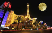 A full moon over Paris on the Strip — Stock Photo