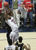 A Rebound by Arizona Wildcat Jesse Perry — Stock Photo