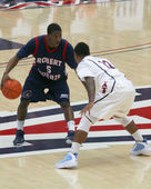 Anthony Myers defended by Lamont Jones in an Arizona Basketball Game — Stock Photo