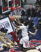 A Contested Layup by Arizona Wildcat Kevin Parrom — Stock Photo