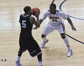 A Defensive Move by Arizona Wildcat Jordin Mayes — Stock Photo