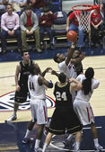 A Battle for Rebound by Arizona Wildcat Kevin Parrom — Stock Photo