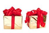 Conjunto de dos cuadros de oro atado con un lazo de cinta de raso rojo. — Foto de Stock