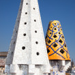 The mosaic chimneys made of broken ceramic tiles, Barcelona, Spain — Stock Photo