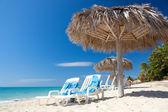 Beautiful tropical beach at the Caribbean island — Stock Photo
