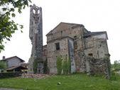 Antica torre crollata parzialmente — Foto Stock