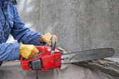 Man met chainsaw — Stockfoto