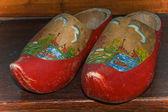 Decoreted zapatos de madera usados — Foto de Stock