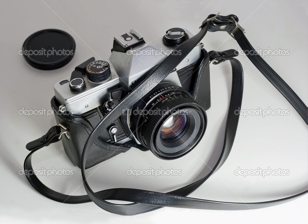 Old reflex camera slr from the eighties — Stock Photo #8269171