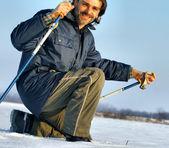 Nordic walking-in de wintersneeuw — Stockfoto