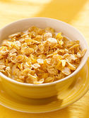 Bowl of crunchy corn flakes for breakfast — Stock Photo