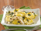 Grilled chicken asiago tortellini — Stock Photo