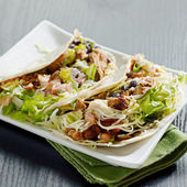 Two soft shell chicken tacos — Stock Photo