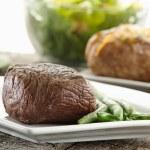 Sirloin steak dinner — Stock Photo