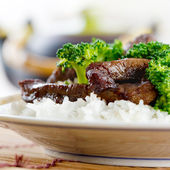 Chinese beef and broccoli on rice — Stock Photo