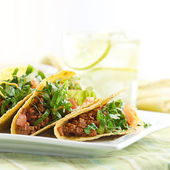 A platter of three tacos — Foto de Stock