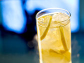 Lemonade- highball style — Stock Photo
