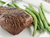Utskuren biff middag — Stockfoto