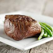 Ryggbiff med gröna bönor — Stockfoto