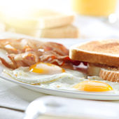 Bacon, eggs and toast breakfast — Stock Photo
