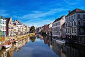 Каналы Брюгге. Бельгия. / Channels of Brugge. Belgium. — Stock Photo