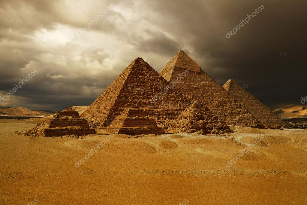 Pyramids of Giza, Cheops pyramid, travel destination, historical building, wonders of the world — Stock Photo #10590510