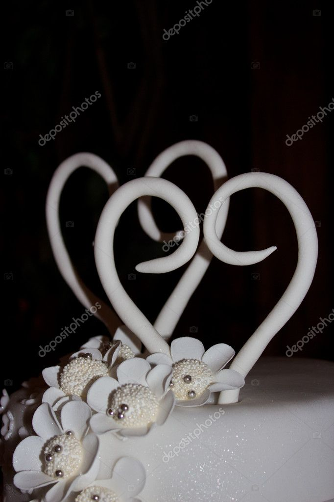 Wedding cake with two white hearts — Stock Photo #8332287