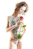 Портрет красивой девочки с творческим боди-артом — Стоковое фото