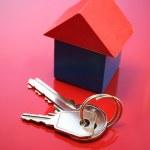 Keys and house — Stock Photo
