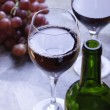 Two glasses of red wine — Stockfoto