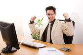 бизнесмен, показаны его успех — Стоковое фото