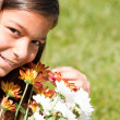 Child enjoying her fresh flowers — Stockfoto