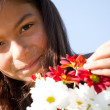 Little child with fresh flowers — ストック写真