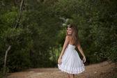 Mujer en el bosque — Foto de Stock