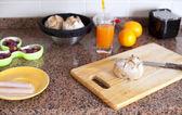台所のテーブルに新鮮な食品 — ストック写真