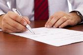 Firma di un contratto — Foto Stock