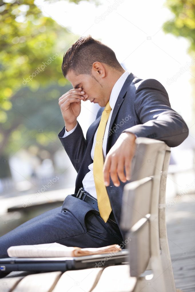 Frustrated businessman sit at the bench park — Stock Photo #8665921