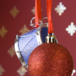 Christmas ball and drum (selective and soft focus) — Zdjęcie stockowe