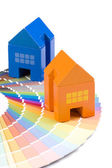 Toy house over a palette — Stockfoto
