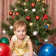 Vibrant toddler at the christmas tree — Stock fotografie
