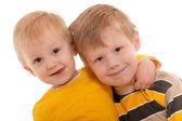 Hermanos sonrientes felices — Foto de Stock