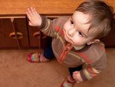 Zvědavé dítě — Stock fotografie