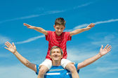 Father and his son play outdoors — Stock Photo