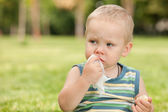 Snacking in the park — Stock Photo