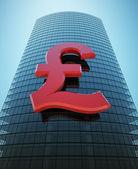 摩天大楼与红色英镑符号 — 图库照片