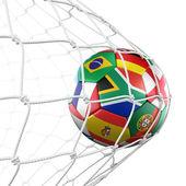 ネットでフラグを持つ soccerball — ストック写真