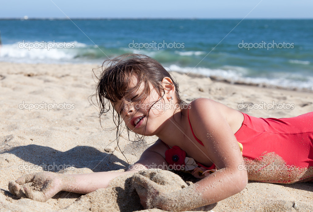 photos of girls laying on the beach № 11782